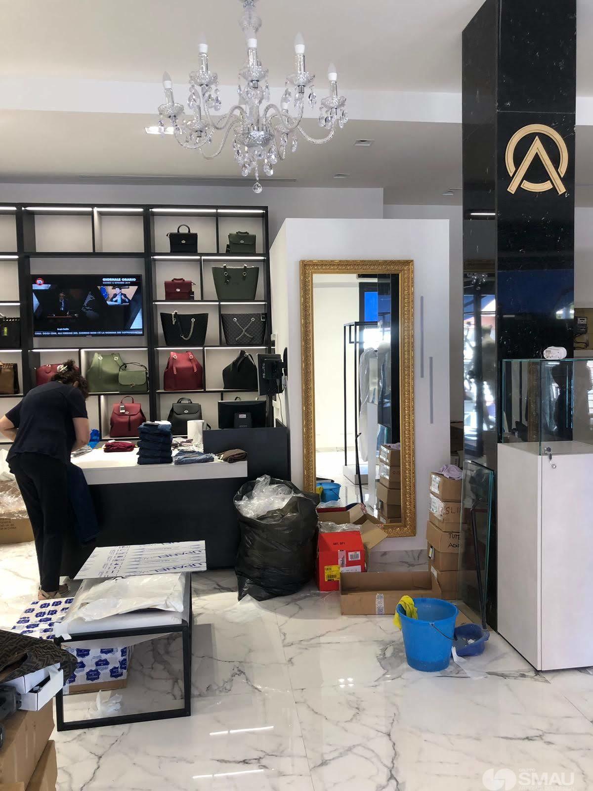 Realizzazione-negozio-Oriana-Abbiglaimento-Roma (12)